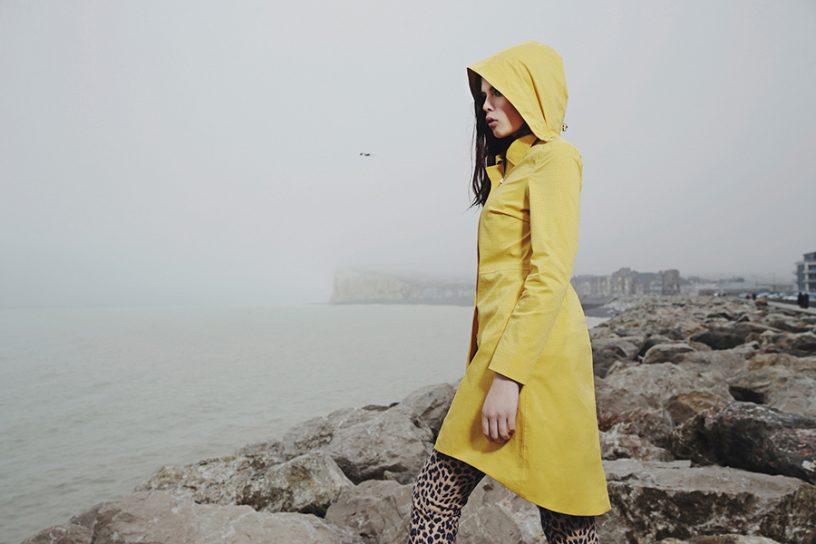 Regenjas met extra aandacht voor de vrouw